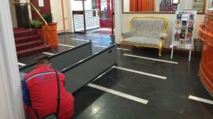 Montaža metal-detektorskih vrata Hotel Kasina